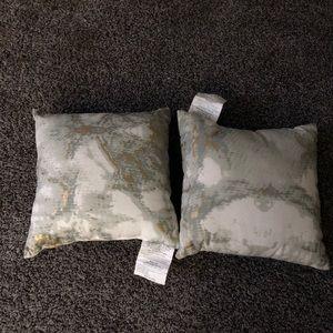 Small pillow set